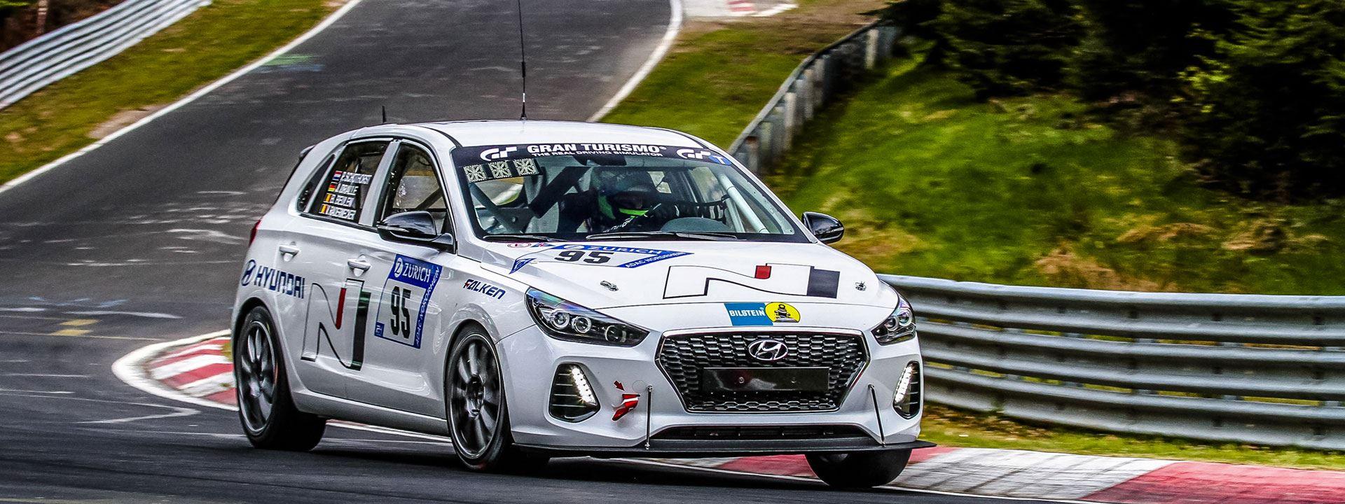 Nederlandse coureur Pieter Schothorst met Hyundai i30 N in 24 uursrace Nurburgring