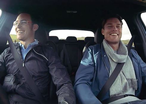 Thierry Neuville en Andres Mikkelsen op roadtrip in een Hyundai i30 N