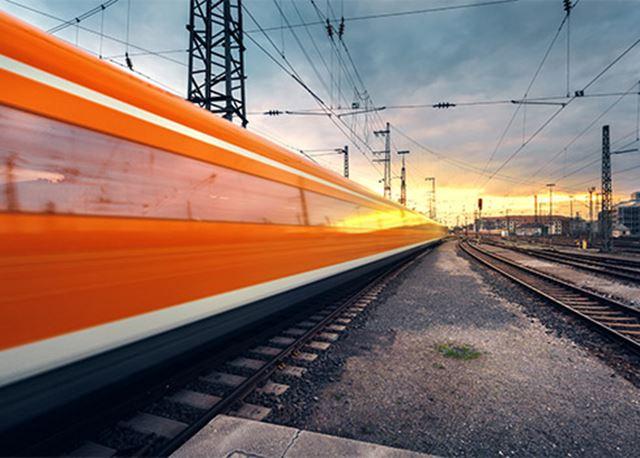 Hyundai met voetbalsupporters in de trein naar Oranje